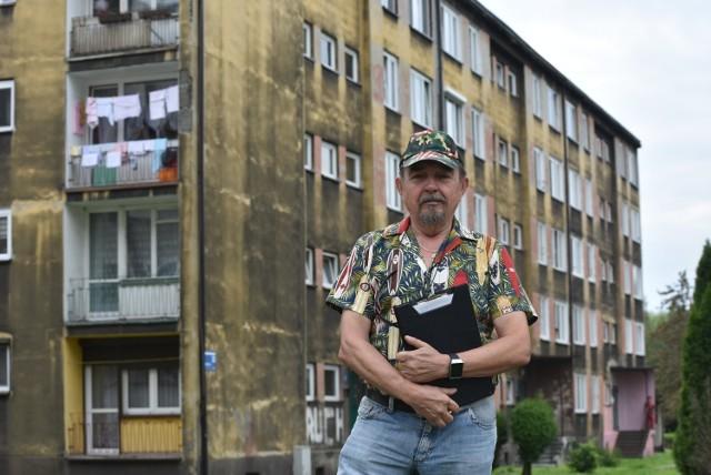Jan Góra, który w ręce trzyma historię problemów Arrady