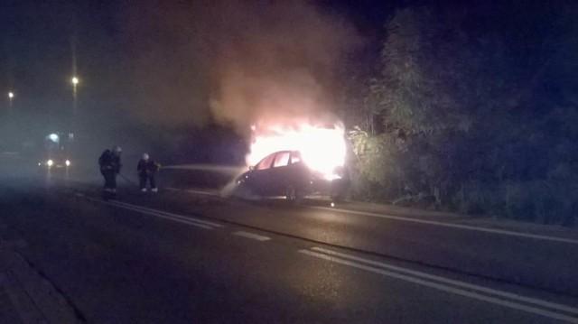Forda starali się ugasić strażacy, ale ogień poczynił zbyt duże straty