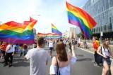 Wspólne śpiewanie osób LGBT. Władze Bemowa zaskoczone tęczowym wydarzeniem