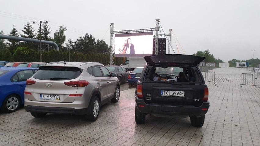 Na parkingu na terenie Targów Kielce ruszyło w piątkowy...