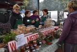 Targ Regionalny w Tarnowie. Na ulicy Giełdowej można było kupić owoce i warzywa prosto od rolników, a także lokalne produkty [ZDJĘCIA]