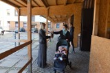 Przed kościołami w Diecezji Opolskiej trwa zbiórka dla uchodźców z Afganistanu