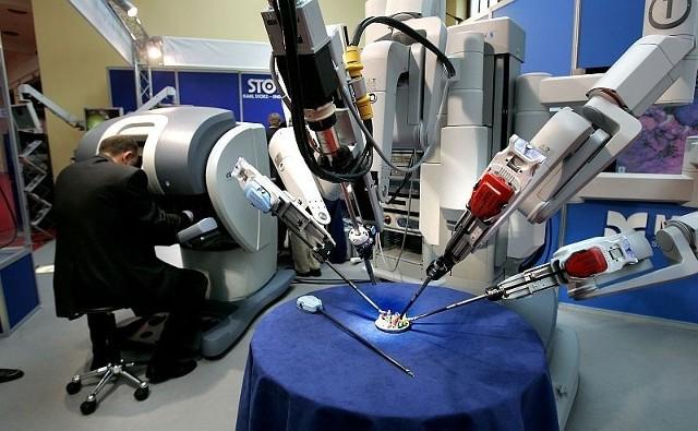 Robot nie operuje. To chirurg operuje przy pomocy robota. Za kilka dni pierwszy taki zabieg odbędzie się we Wrocławiu