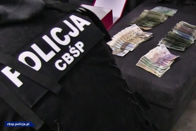 21 kg narkotyków, elementy umundurowania i wyposażenia policyjnego. CBŚP rozbiło gang działający na Mazowszu i Podkarpaciu