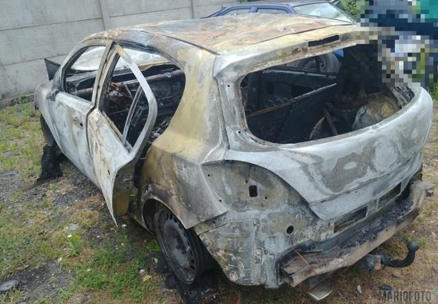 Zuchwała kradzież pieniędzy w Krapkowicach? Złodzieje mieli spalić samochód, którym przyjechali do miasta.