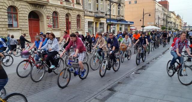Poznań stawia na rowery już od kilku lat. Powstają nowe ścieżki, coraz łatwiej poruszać się na tym dwukołowcu w Poznaniu.