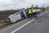 Śmiertelny wypadek w Ostaszewie koło Torunia. Jedna osoba nie żyje. To kierowca volkswagena passata [zdjęcia]