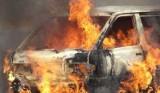 W Osiu palił się samochód kuriera. Z pomocą przybyli strażacy