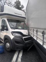 Trzy samochody zderzyły się na węźle Kostomłoty przy autostradzie A4  [ZDJĘCIA]