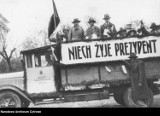 Wybory 50 i 100 lat temu. Jak głosowaliśmy? Tłumy w lokalach wyborczych - zobacz archiwalne zdjęcia z wyborów