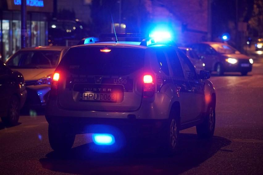 Policyjne radiowozy, strażacy, lądowanie policyjnego...