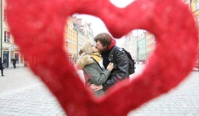 Święto zakochanych już w najbliższy piątek. Jeśli nie macie jeszcze pomysłu dokąd zabrać swoją połówkę, podpowiadamy gdzie warto wybrać się 14 lutego! Gwarantujemy, że każdy znajdzie dla siebie adekwatną propozycję.   Czytaj więcej na kolejnych stronach >>>>