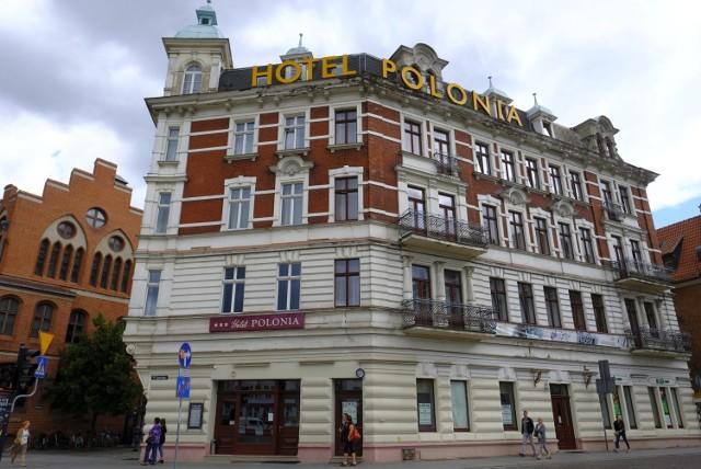 Prowadzący Hotel Polonia w Toruniu zostali pozwani do sądu o odszkodowanie przez warszawiankę, którą okradziono tu z aparatu.