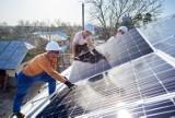 Fotowoltaika obniża rachunki za prąd o 65 proc. Montujemy ją coraz chętniej