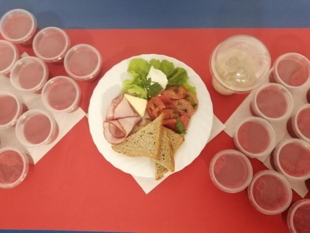 """Pięć posiłków dziennie przygotowanych pod nadzorem dietetyka oraz porady żywieniowe - to efekty pilotażu programu """"Dieta Mamy"""""""