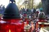 Katowicki radny interpeluje o ustawienie regałów na używane znicze przy cmentarzach komunalnych