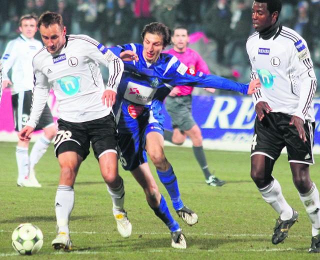 Pomocnik Ruchu Damian Świerblewski (w środku) był bardzo zaskoczony tym, że znalazł się na liście transferowej