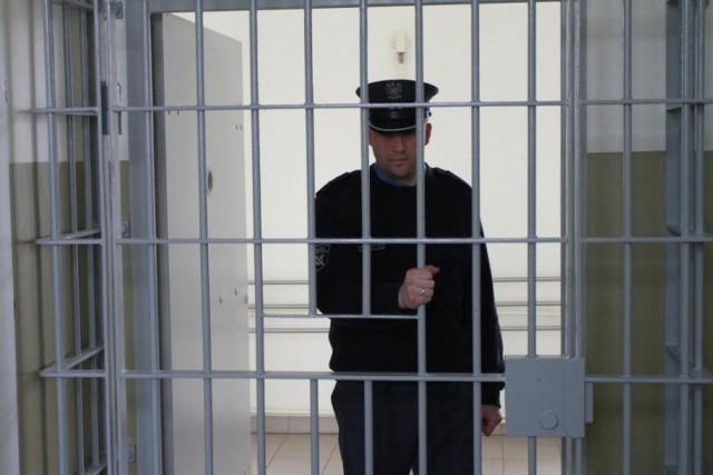 Zawsze chciałeś zobaczyć, jak wygląda więzienne życie? Teraz możesz się przekonać! Do wielkiej akcji charytatywnej WOŚP przyłączyła się także służba więzienna w Krakowie. Dzięki ich ofercie można wylicytować kilkugodzinny pobyt w tym jednym z najbardziej charakterystycznych więzień. Wycieczka będzie obejmowała możliwość zobaczenia aresztu od środka, poznania zadań i funkcji realizowanych przez służbę więzienną, a także przejście niektórych elementów procedury przyjmowania do zakładu karnego, łączenie z przebraniem w więzienny uniform.