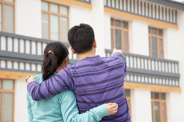 Przed kupnem mieszkania trzeba dokładnie przeanalizować wiele czynników, np. koszty jego utrzymania
