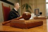 Sebastianowi O. z Chrzanowa groziło dożywocie, ale sąd przyjął, że tylko połamał ojcu żebra