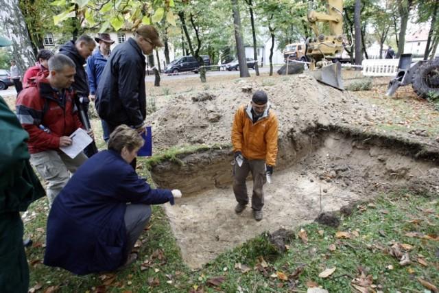 Ewart Sconiers - kiedy wróci do domu ?Pierwsze ekshumacje odbyły się w 2011 roku. Znaleziono trzy szkielety. Wśród nich nie było amerykańskiego lotnika. Może teraz się uda