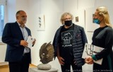 Pierwszy wernisaż w Galerii Głównej u Attavantich w Jarosławiu po miesiącach przerwy. Na wystawie można zobaczyć prace Wiesława Jelonka