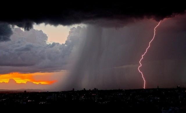 W najbliższych godzinach w naszym regionie mogą pojawić się burze z gradem. Obowiązuje ostrzeżenie pierwszego stopnia.