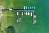 WAKACJE 2021: Krystalicznie czysta woda i piękne plaże? To Jezioro Niesłysz, niedaleko Świebodzina!