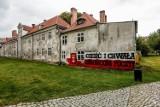 Patriotyczny mural na Domu Dobroczynności i Sierot w Gdańsku. Aleksandra Dulkiewicz oburzona aktem wandalizmu