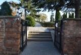 Wszystkich Świętych 2020. Zamknięte cmentarze w Wieluniu? Nie do końca ZDJĘCIA