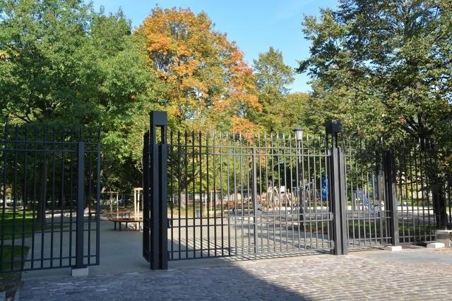 Ogród Krasińskich - brama od ul. Barokowej