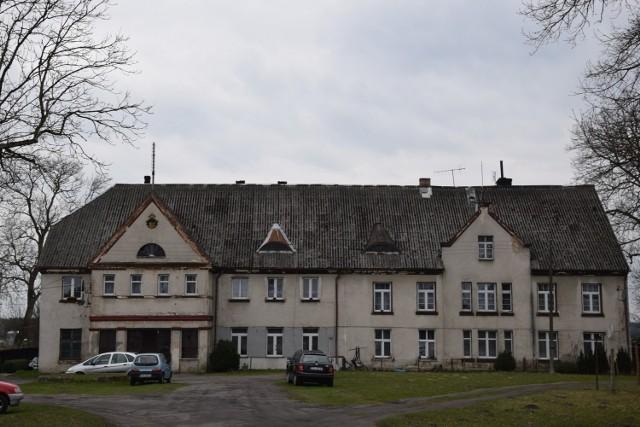 Obecny wygląd dawnego pałacu w Trzebielinie
