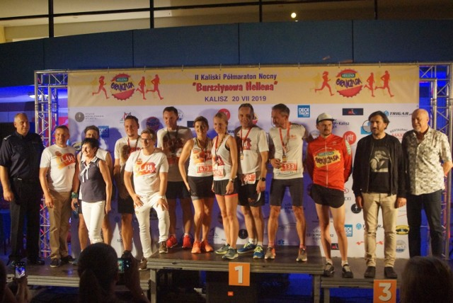"""Kaliski Półmaraton Nocny """"Bursztynowa Hellena"""". Tak było rok temu podczas II edycji biegowej imprezy"""