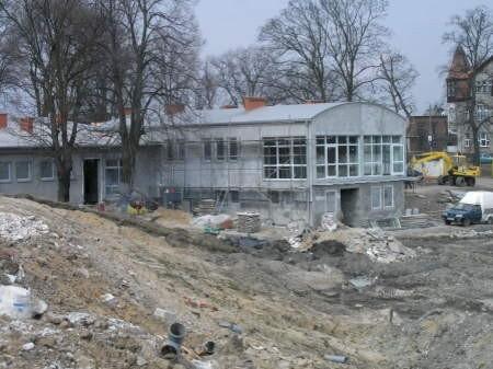 Budynek klubowy nabrał już ostatecznego kształtu.