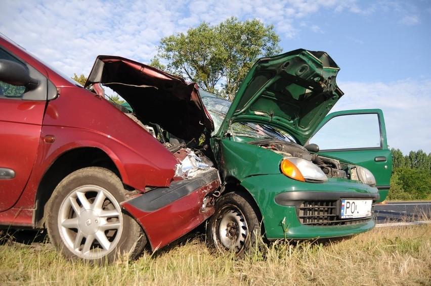 Droga 434: wypadek na obwodnicy Śremu. Zderzyły się renault i seicento [ZDJĘCIA]