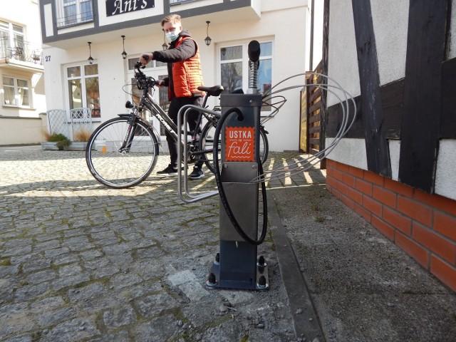 W Ustce zamontowano trzy stacje naprawy rowerów