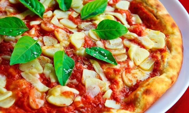 Kto serwuje najlepszą pizzę w Poznaniu? Sprawdź ranking portalu TripAdvisor, który opiera się na opiniach internautów. Oto TOP 15 pizzerii w Poznaniu!  Zobacz najlepsze pizzerie w mieście na kolejnych zdjęciach ------>