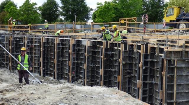 Trwają prace przy budowie wielkiej tężni solankowej w Busku-Zdroju.