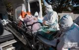 Poruszające zdjęcia z ewakuacji DPS-u dla Kombatantów w Zielonej Górze. Pomagali żołnierze
