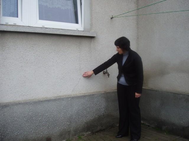 Na budynku w którym mieszka pani Agnieszka powstały pęknięcia