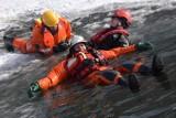 Specjalistyczna Grupa Ratownictwa Wodno-Nurkowego Sieradz rozpoczęła 5 rok działalności. Na początku też były lodowe manewry (zdjęcia)