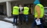 Alarmy bombowe na dworcach i w szkole w Poznaniu. W ręce policjantów wpadło dwóch mężczyzn