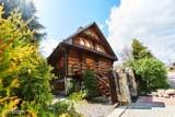 Drewniane domy na sprzedaż w Łódzkiem. Mają klimat i nie są drogie ZDJĘCIA