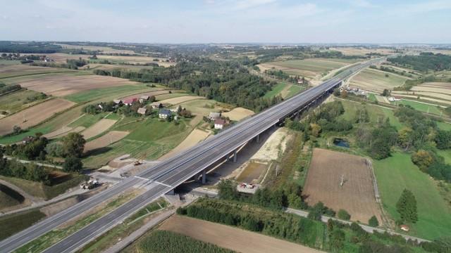 Najnowsze zdjęcia lotnicze z budowy trasy S7: odcinek węzeł Szczepanowice - węzeł Widoma