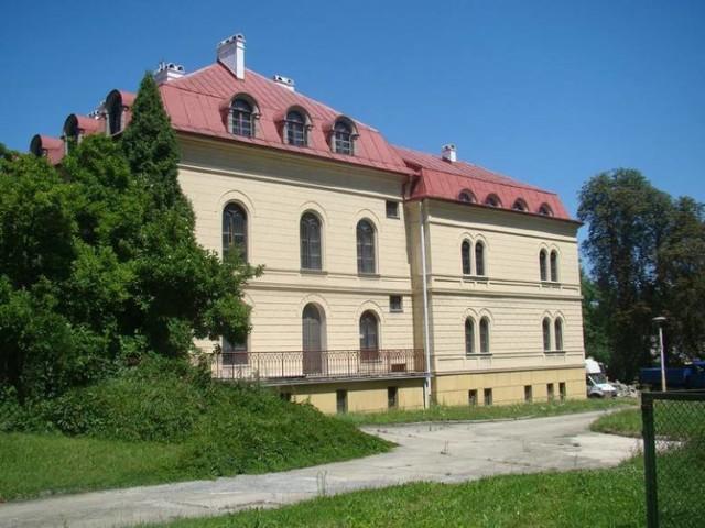 Pałac w Grojcu (gm. Oświęcim) od przeszło 20 lat stoi pusty. Powiat oświęcimski, który jest właścicielem zabytkowego obiektu, od ponad pięciu próbuje go sprzedać