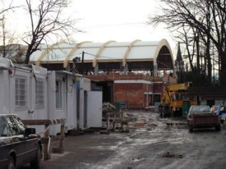 Budowa lodowiska ruszyła w czerwcu 2007 roku. Dziś widać, że w tym czasie udało się wiele zrobić.
