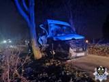 Wypadki pijanych kierowców po Wałbrzychu. Jeden uderzył w drzewo, drugi w znak, a trzeci zjechał do rowu [12.11.2020]