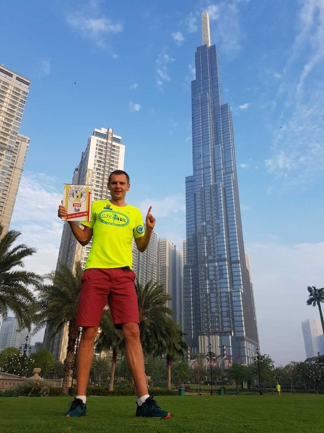 Polak pokonał 81 pięter najwyższego budynku w południowo-wschodniej Azji