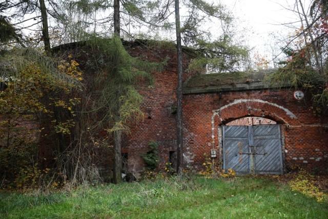 - Kompleks w Bronowicach nadal pozostaje w kręgu zainteresowania wąskiej grupy ewentualnych nabywców, stąd regularne próby zagospodarowania tej nieruchomości w organizowanych przez Agencję przetargach - tłumaczy Małgorzata Weber, rzeczniczka AMW