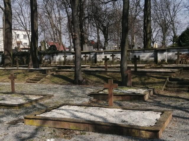 Władze miasta na odnowę  150 krzyży i płyt otrzymało finansowe wsparcie z Ministerstwa Kultury, Dziedzictwa Narodowego i Sportu